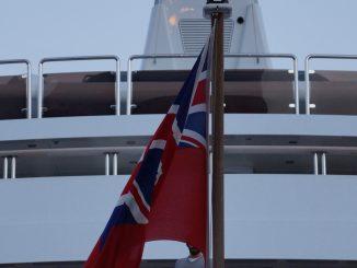 Englische Fahne vor Luxusjacht in Monaco, Foto: Stefan Groß