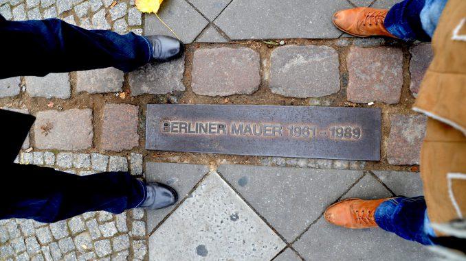 berlin mauer grenzen deutsche einheit mauerfall, Quelle: Sarah_Loetscher, Pixabay License Freie kommerzielle Nutzung Kein Bildnachweis nötig https://pixabay.com/de/photos/berlin-mauer-grenzen-2188605/