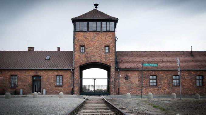 auschwitz kriegsgefangenenlager ww2 gefängnis krieg, Quelle: carlosftw, Pixabay License Freie kommerzielle Nutzung Kein Bildnachweis nötig