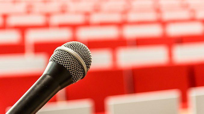 mikrofon die rede vortrag eintrag klang frage, Quelle: jarmoluk, Pixabay License Freie kommerzielle Nutzung Kein Bildnachweis nötig